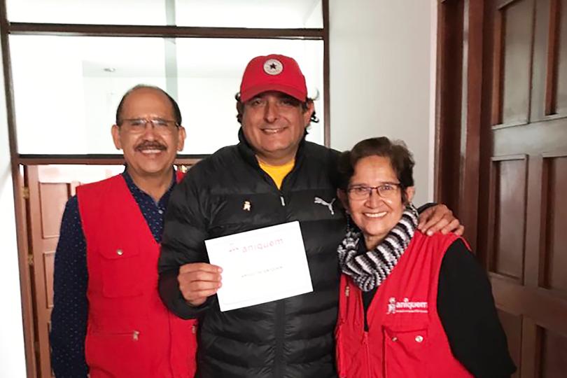 ANIQUEM recibe importante donación por parte del pastor, empresario y político, Claudio Zolla